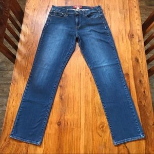 Lucky Brand Med Wash Sofia Straight Jean Size 12